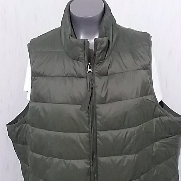 Xersion Jackets & Blazers - Xersion puffer packable camo/dark green vest